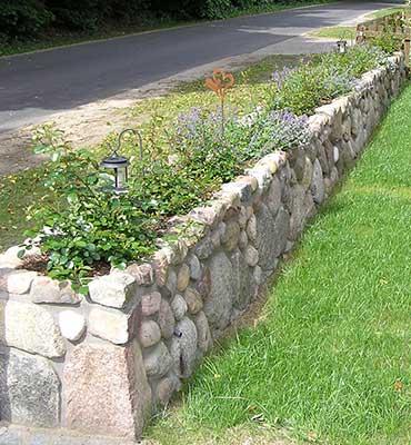 Natursteinmauern mit Bepflanzung