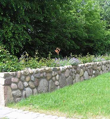 Bepflanzbare doppelwandige Natursteinmauer