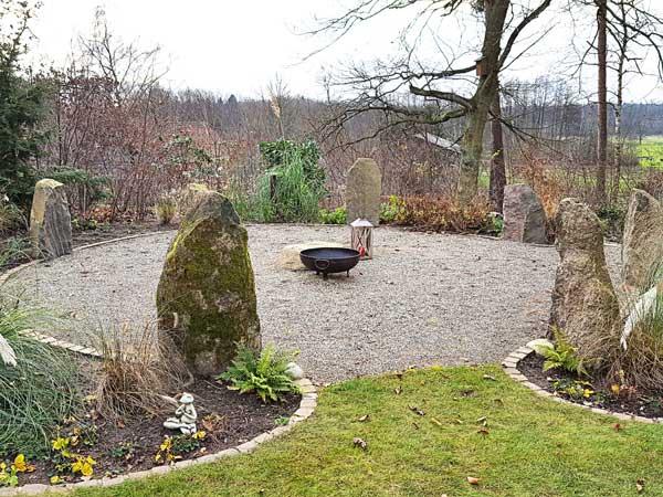 Druidenplätze - eingerahmt mit Steinen