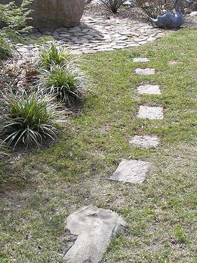 Ein paar Trittsteine schon bilden Wege im Garten